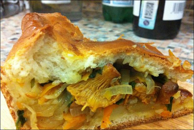 Дрожжевой пирог с лисичками и картофелем