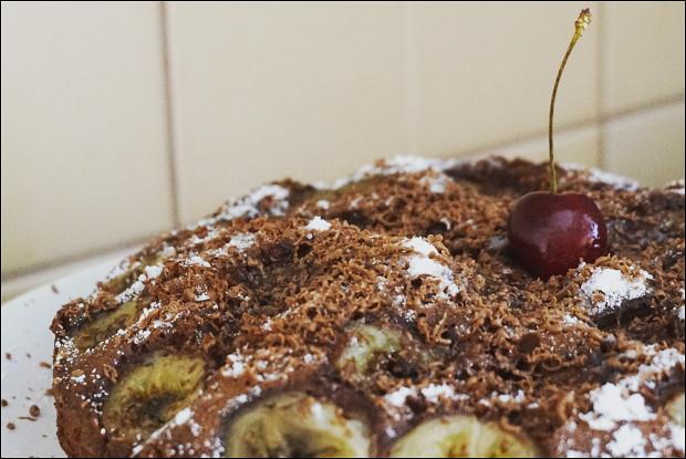 Шоколадная шарлотка с бананами в мультиварке
