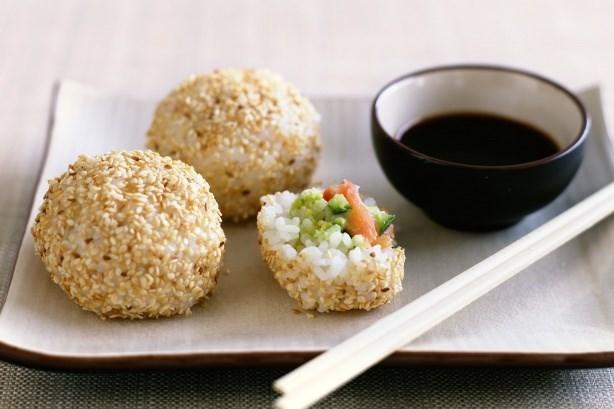 Рисовые шарики с начинкой «Японские рафаэлло»