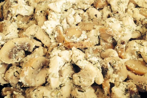 Куриное фрикасе с шампиньонами в сливочном соусе