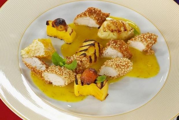Филе цыплёнка с фруктами на гриле