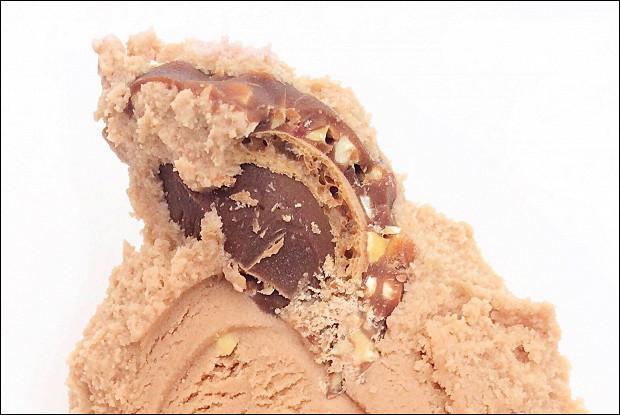 Замороженный йогурт с нутеллой и конфетами Ferrero Rocher