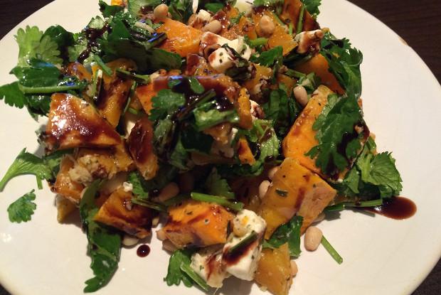 Салат из запеченной тыквы с брынзой