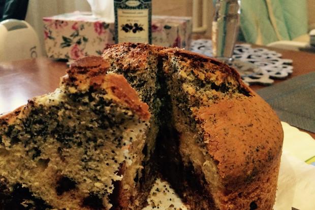 Кекс с шоколадом, орехами и маком
