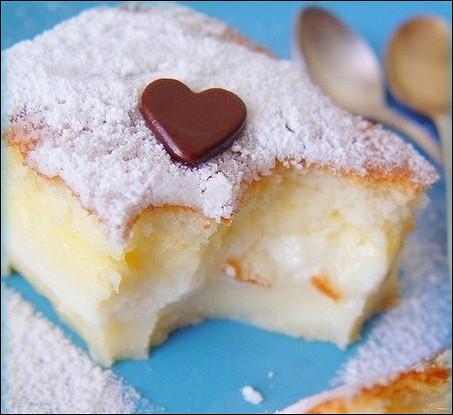 Нежные пирожные в сахарной пудре