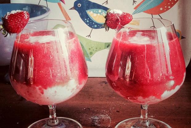 Слоеный клубничный коктейль