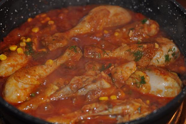Курица с томатным соусом