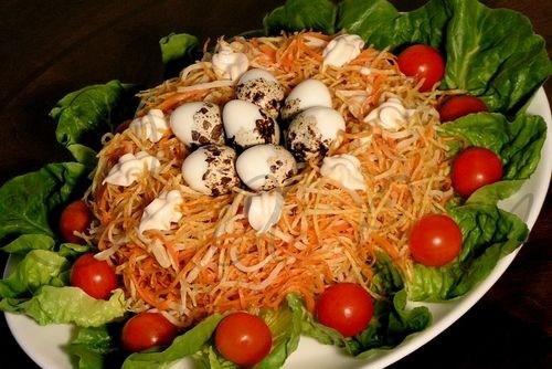 Салат с курицей, картофелем и яйцами