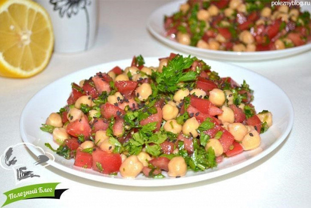 Салат с нутом и сладким перцем «Турецкий»