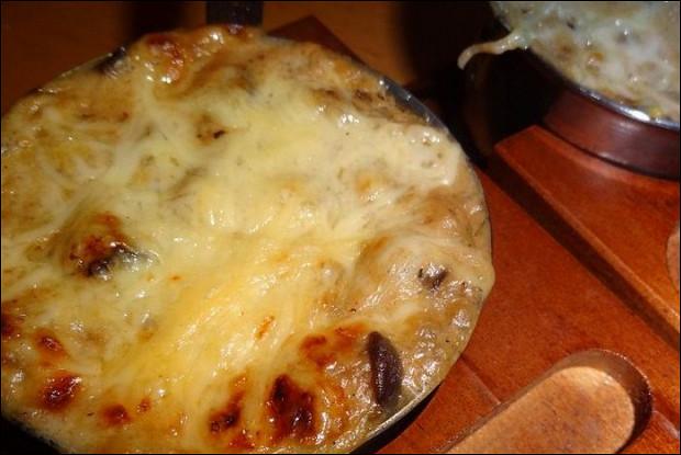 Баклажанный жюльен с грибами