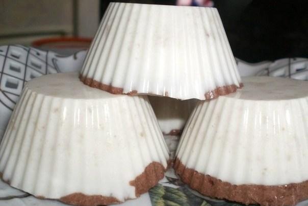 Творожный слоеный десерт