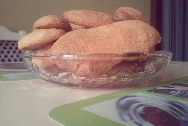 Бисквитное печенье «Савоярди» под шоколадным соусом