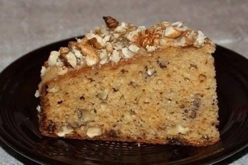 Пирог с грецкими орехами, изюмом и коньяком