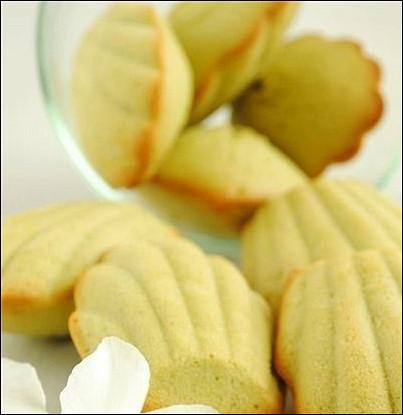 Печенье «Мадлен» с чаем матча