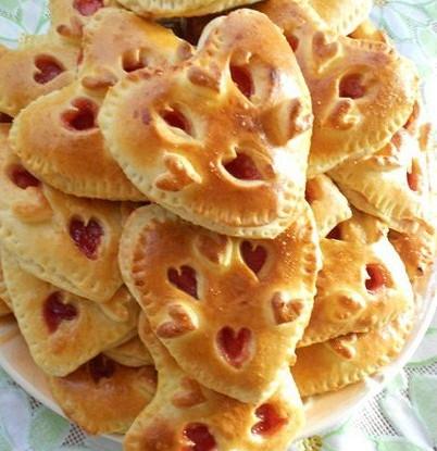 Печенье в виде сердец с вареньем