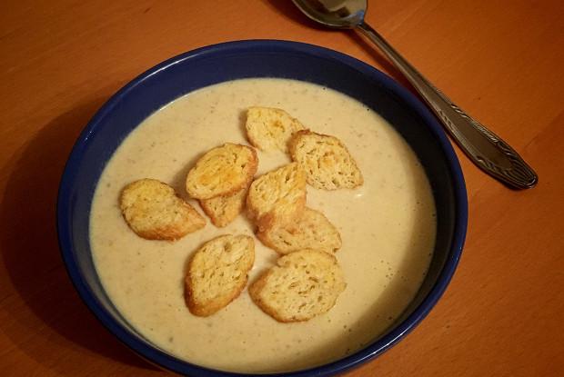 Сырный суп по‑французски с курицей и грибами