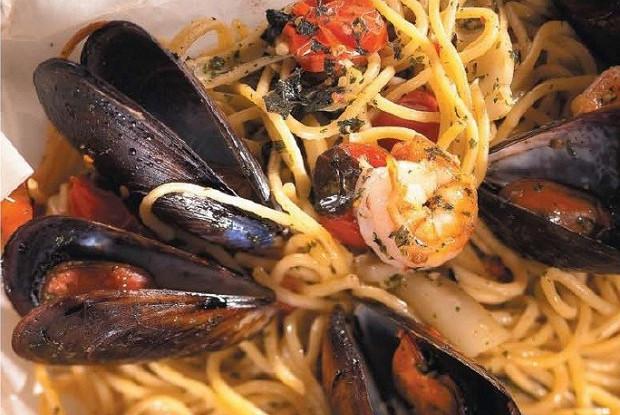 Запеченные спагетти с морепродуктами