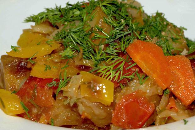 Овощное рагу с болгарским перцем, помидорами, картофелем