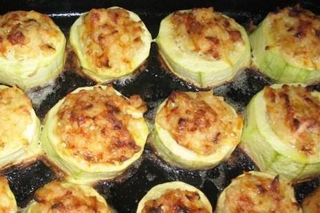 Запеченные фаршированные кабачки под сыром