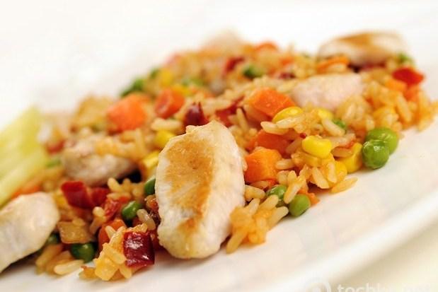Плов с курицей и овощами в мультиварке