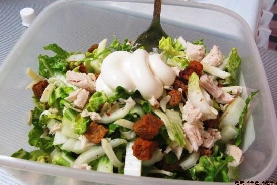 Салат из пекинской капусты с курицей и сыром