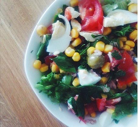 Салат нисуаз с кукурузой