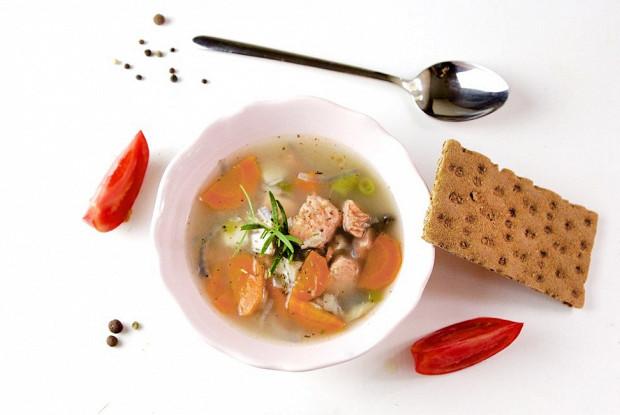 Рыбный суп с грибами и сыром
