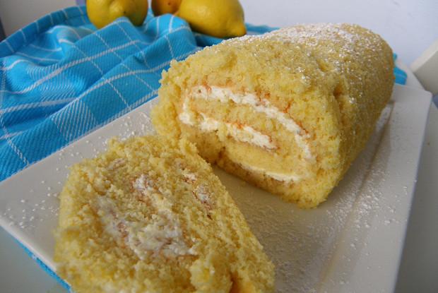Лимонный бисквитный рулет