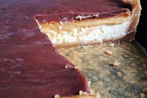 Чизкейк с карамельно-шоколадной глазурью