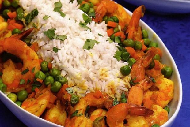 Кокосовый карри из риса и креветок