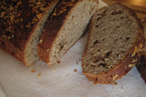 Банановый хлеб с орехами и цельнозерновой мукой