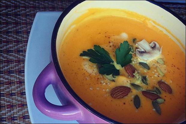 Тыквенный крем-суп с пармезаном