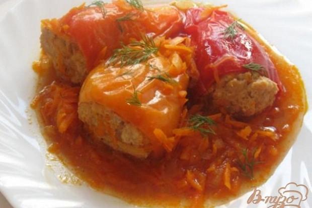 Фаршированные перцы с морковным бульоном