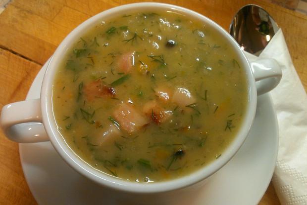 Гороховый суп с копчеными ребрами и беконом