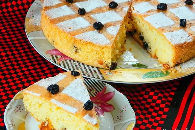 Смородиновый пирог с кусочками манго