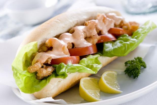 По-бой сэндвич с жареными креветками