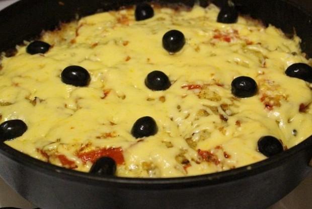 Мясо картофелем, помидорами и сыром