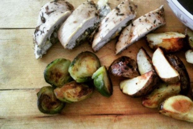 Фаршированная куриная грудка с овощами