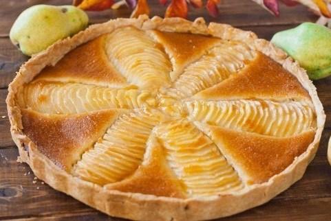 Пирог с грушами в миндальном креме
