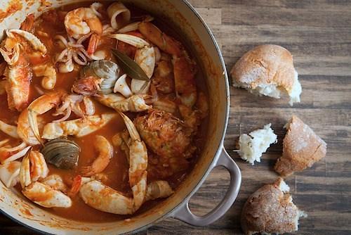 Томатный суп с морепродуктами и фенхелем