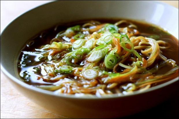 Азиатский суп с яичной лапшой