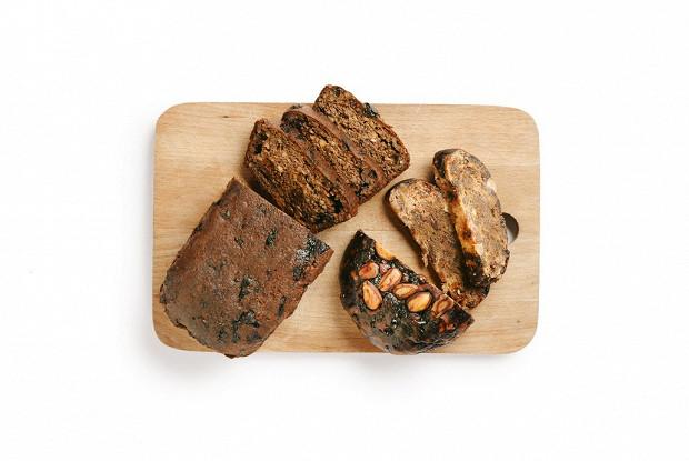 Хлеб из ореховой муки с сухофруктами