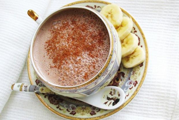 Шоколадно-банановый коктейль с медом