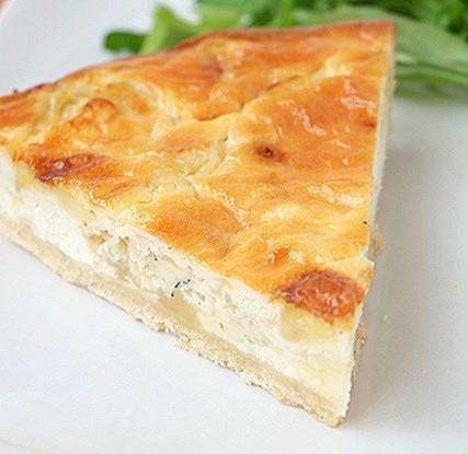 Тарт с сыром и луком