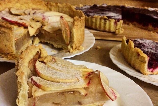 Открытый яблочный пирог на тонком тесте