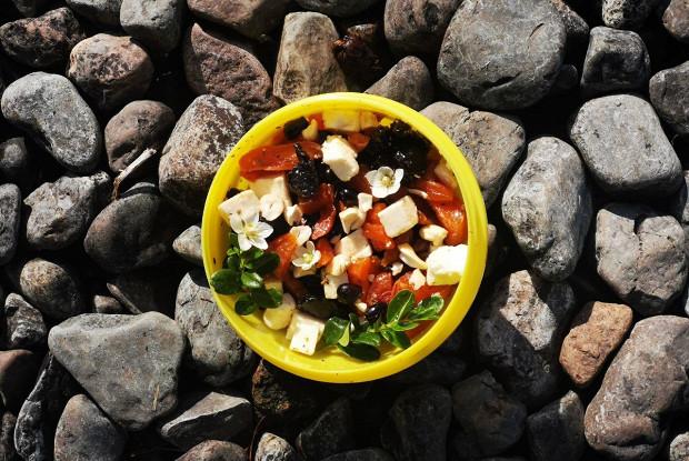 Салат из сухофруктов, феты и ягод