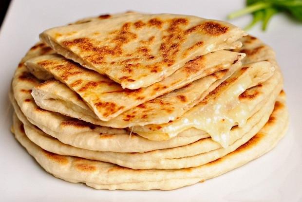Хачапури с сыром и вареным яйцом