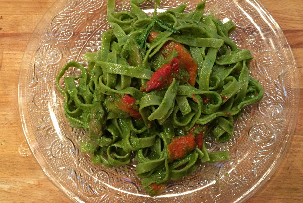Тальятелле с травяным маслом и запеченными овощами