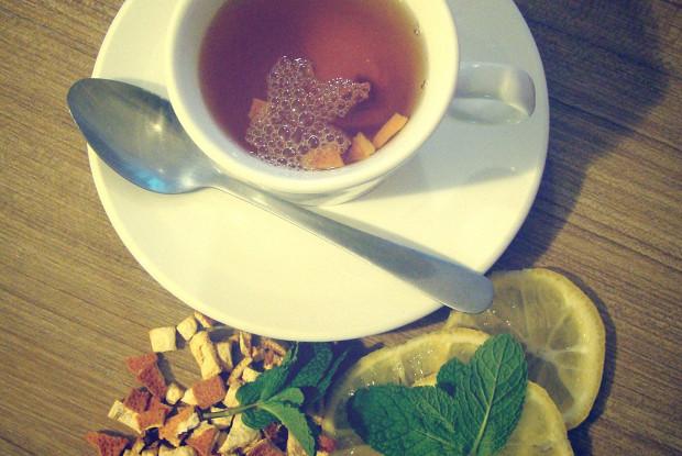 Ароматный чай с мятой и апельсиновыми корочками