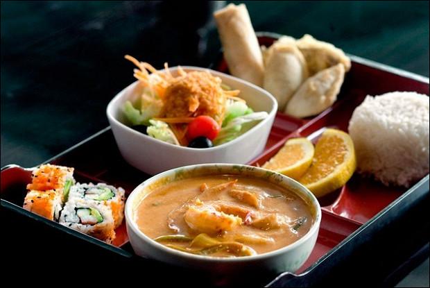 Мисо-суп с лососем и лапшой